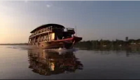 [picture] Denham's TV made breathtaking images of the Bassac